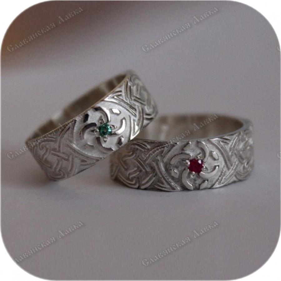Славянское свадебное кольцо с камнем